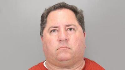 Familias de San José demandan a distrito escolar por exentrenador condenado por pornografía infantil