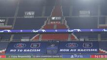 Hincados y con puño arriba: jugadores se unen en PSG vs Basaksehir