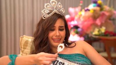 """Miss Universo confiesa que rompió su corona de 250,000 dólares por no ser """"buena bailarina"""""""