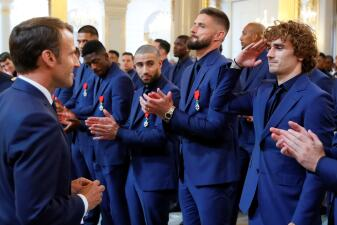 ¡Héroes! La Selección de Francia es condecorada con la máxima distinción oficial del país