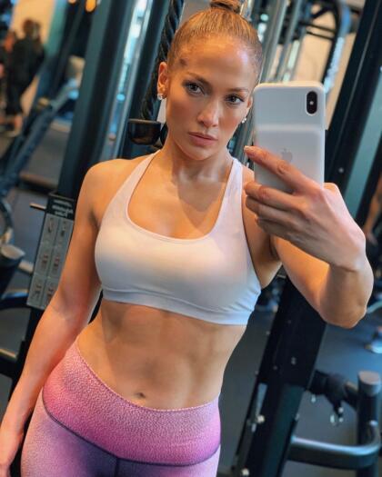 Ella tiene mucha disciplina y nunca falla con su cita para hacer ejercicio.