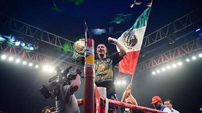 ¡No hay antídoto para este veneno! 'El Alacrán' Berchelt venció al 'Bandido' Vargas en seis rounds