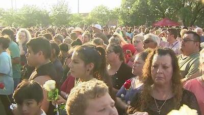 Comunidad se une para recordar a las víctimas del tiroteo en Santa Fe