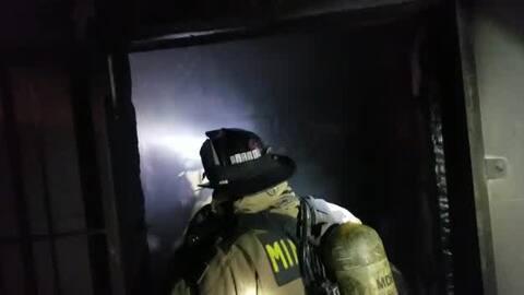 Así apagan un incendio en una vivienda del noroeste de Miami-Dade