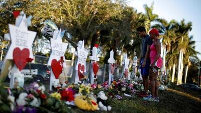 Universidad Internacional de Florida rinde homenaje a las víctimas de la masacre de Parkland