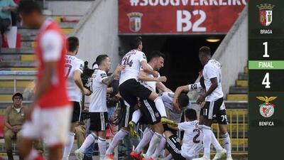 El Benfica golea al Braga y mantiene ventaja en la cima, de dos puntos, sobre el Porto