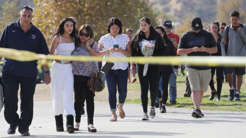 Autoridades escolares del sur de Florida reaccionan al mortal tiroteo en una secundaria de Santa Clarita - Univision