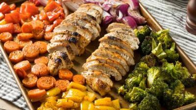Pollo a la jardinera + Ensalada caliente de ejote y tomate | Reto 28