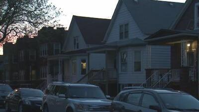Un hombre hispano muere apuñalado en su apartamento al noroeste de Chicago