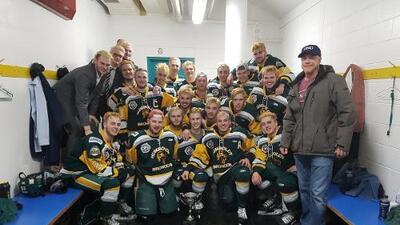 Al menos 15 muertos en accidente de autobús que transportaba a jóvenes jugadores de hockey en Canadá