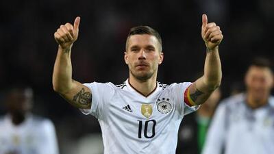 Podolski se despide de la selección alemana con golazo y victoria sobre Inglaterra