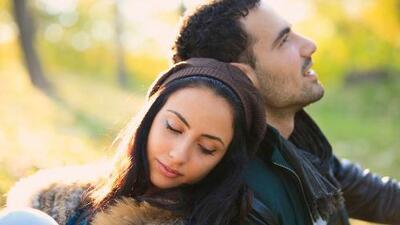 Comportamiento de las madres impacta la vida sentimental de sus hijas, según estudio