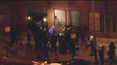 El cantante R. Kelly, acusado de abuso sexual, se entrega a la policía de Chicago