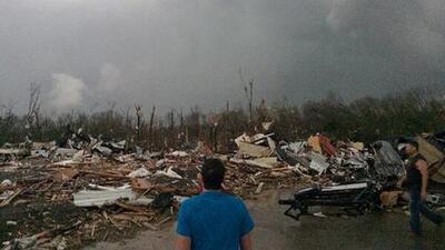 Estela de muerte tras poderosos tornados en EEUU