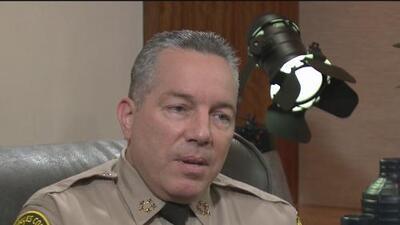"""""""No merece ser presidente"""": jefe del Departamento del Alguacil del condado de Los Ángeles reitera su compromiso con los inmigrantes"""