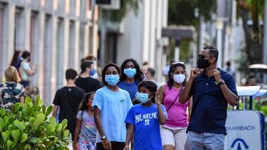 Turistas no podrían vacunarse contra el coronavirus en Florida, según autoridades de salud