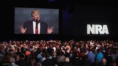 Trump culpa a Obama de no haber hecho nada para controlar las armas: esto dice el detector de mentiras