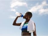 ¿Es necesario beber 8 vasos de agua al día? No, depende de cada persona
