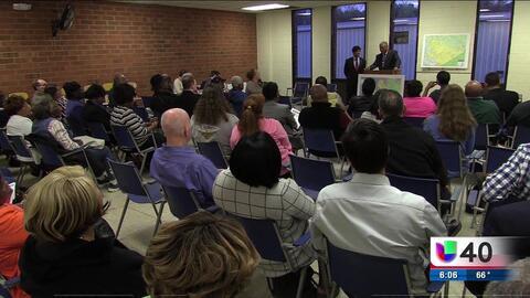 Congresistas escuchan a residentes de Raleigh durante foro comunitario