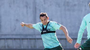 Andrés Guardado se reintegra a los entrenamientos de grupo con el Betis