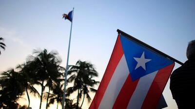 Asociación de residentes en Florida quiere que veterana quite la bandera de Puerto Rico frente a su casa