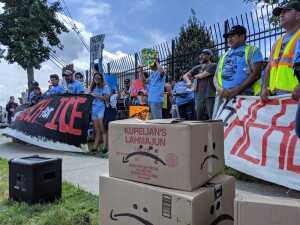 En fotos: Manifestantes exigen a Amazon que termine acuerdos comerciales con ICE