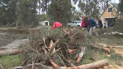 La doble tragedia de las zonas afectadas por los incendios en California: ahora también enfrentan deslaves e inundaciones