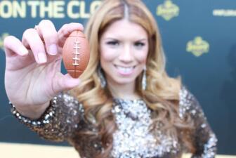 Draft: Fusión moda y NFL en alfombra dorada