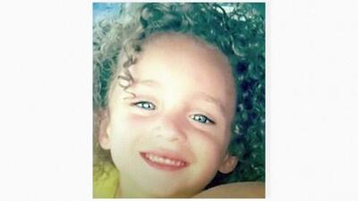Un niño hispano de 4 años muere atravesado por un vidrio