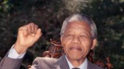 Le aparecieron dos supuestas hijas al fallecido Nelson Mandela