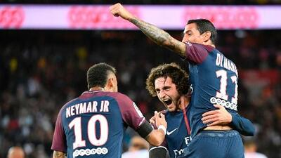 Neymar debutó con gol en el Parque de los Príncipes