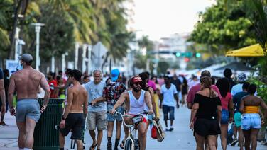 Experta culpa a la relajación de medidas para prevenir el coronavirus del aumento de casos en Florida