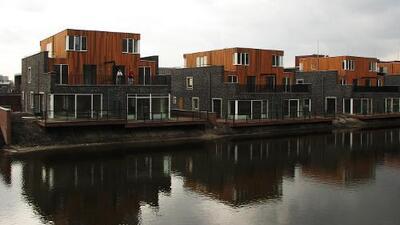 En Holanda, estas casas flotantes están siendo una solución al aumento del nivel del mar