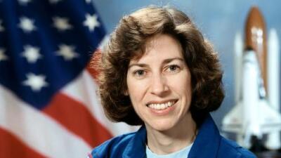 Ellen Ochoa, la única hispana astronauta que ha viajado al espacio, entra al Salón de la Fama de la NASA