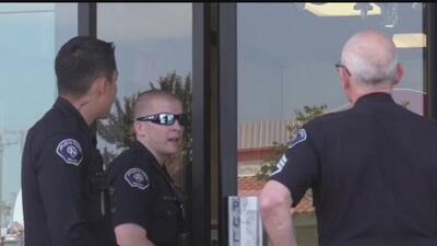 Autoridades buscan a dos sospechosos de haber asaltado una joyería en Buena Park, California