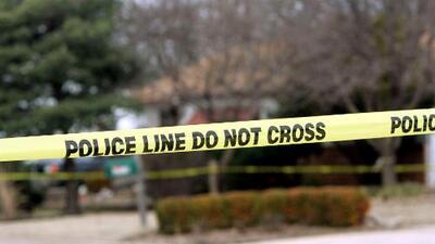 Adolescente muere después de ser encontrado en el fondo de una piscina en una escuela secundaria