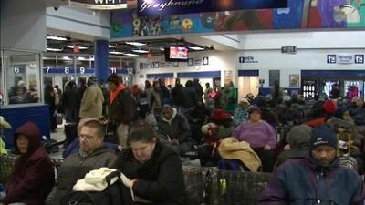 Pasajeros han estado varados por horas en estación de Greyhound en Chicago debido a la ola de frío