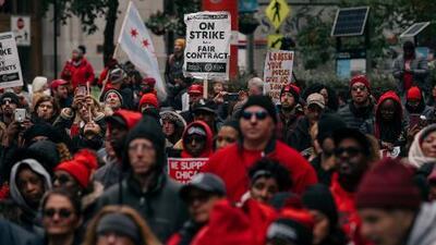 Mientras se mantiene la huelga de maestros en Chicago, en Massachusetts las partes alcanzan convenio tentativo