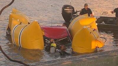 Mueren dos hispanos tras caer en un arroyo cuando trataban de saltar en auto un puente levadizo
