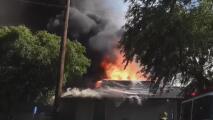 Investigan las causas del incendio en un conjunto de apartamentos en Upland que deja decenas de viviendas afectadas