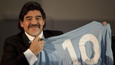 """Maradona: """"Cuando se vaya Rafa Benítez me gustaría entrenar al Nápoli"""""""