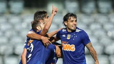 Cruzeiro vence a Coritiba y sigue como líder en el Brasileirao