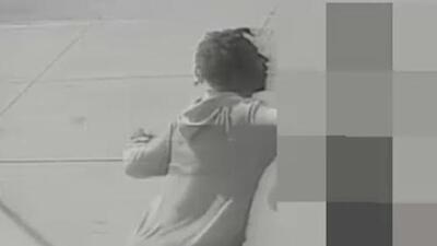 Una joven es derribada de un puñetazo a plena luz del día en una calle de Nueva York