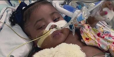 Corte de Texas permite a la madre de la bebé Tinslee Lewis mantenerla en el respirador artificial