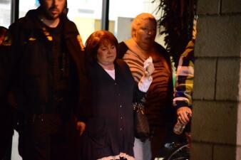 Familiares y sobrevivientes del tiroteo de San Bernardino reciben ayuda