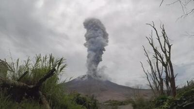 La increíble erupción de un volcán es captada en cámara