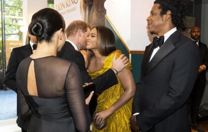De acuerdo con The Sun, tanto Jay-Z como Beyoncé aconsejaron a los duques de Sussex que ahora que son padres  <b>no se olviden de sacar tiempo para ellos, como pareja</b>.