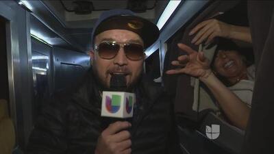 La Banda El Recodo dejó que Fernanda Kelly hiciera de las suyas dentro de su autobús
