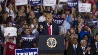 Trump ahora dice que no está feliz por los gritos de sus seguidores contra la congresista Ilhan Omar