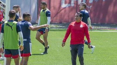 """DT Chivas: """"El jugador que represente a Chivas tiene que saber soportar la presión"""""""